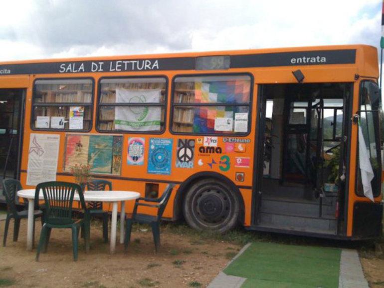 Terremoto l'Aquila, scuole nei container e librerie nell'autobus - Cronaca