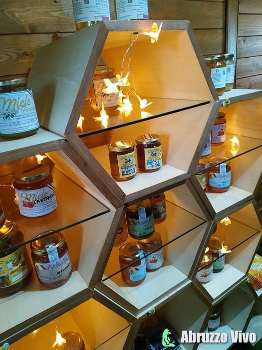 mieloteca Inaugurati l'apiario e la mieloteca del Parco nazionale del Gran Sasso e Monti della Laga
